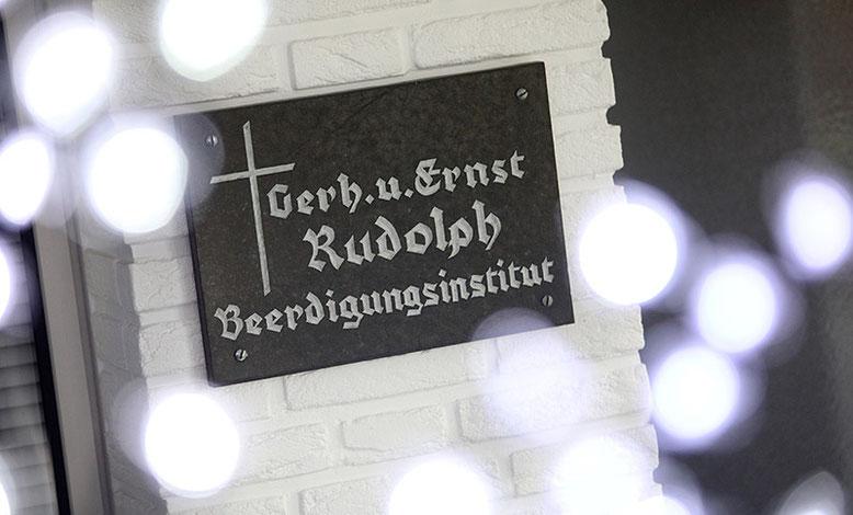 Eingangsschild Rudolph Beerdigungsinstitut